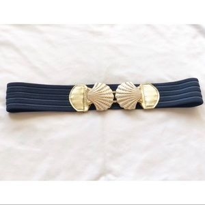 Lilly Pulitzer Stretch belt with seashell clasp.